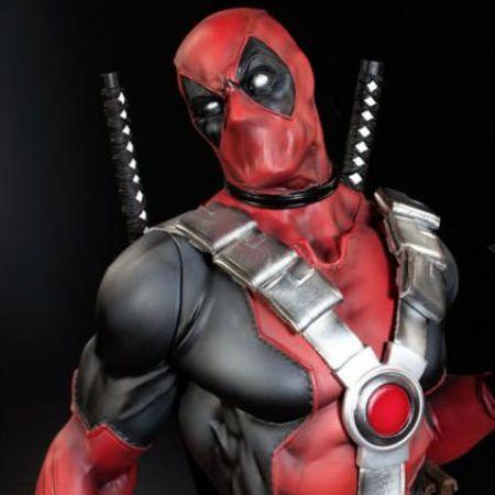Deadpool Premium Format Statue - Sideshow