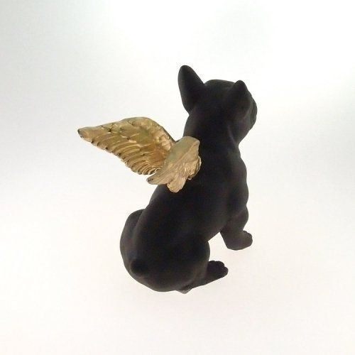 Decoração Cachorro preto com asas douradas