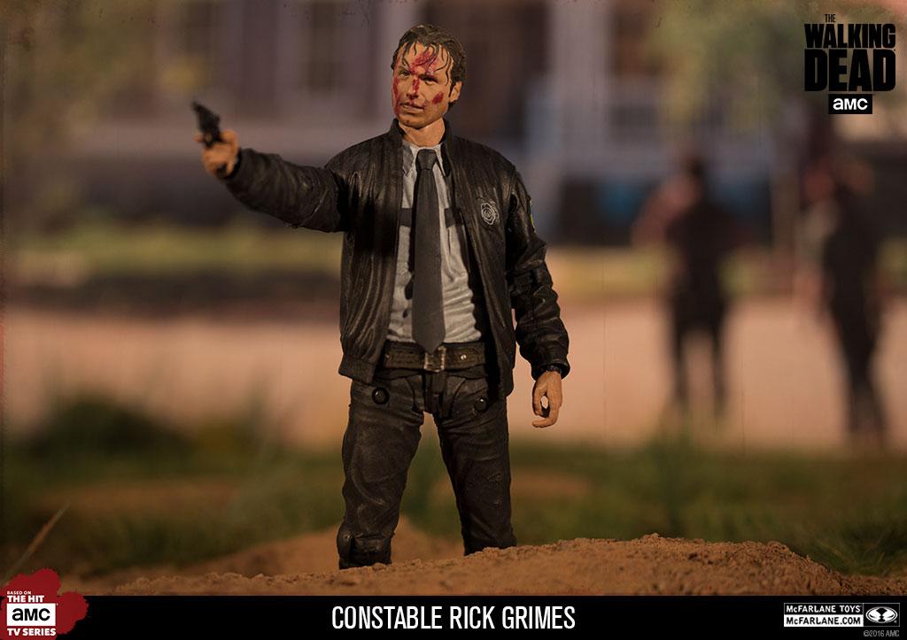 Boneco Rick Grimes Uniforme de Polícia: The Walking Dead Escala 1/10 - Mcfarlane Toys