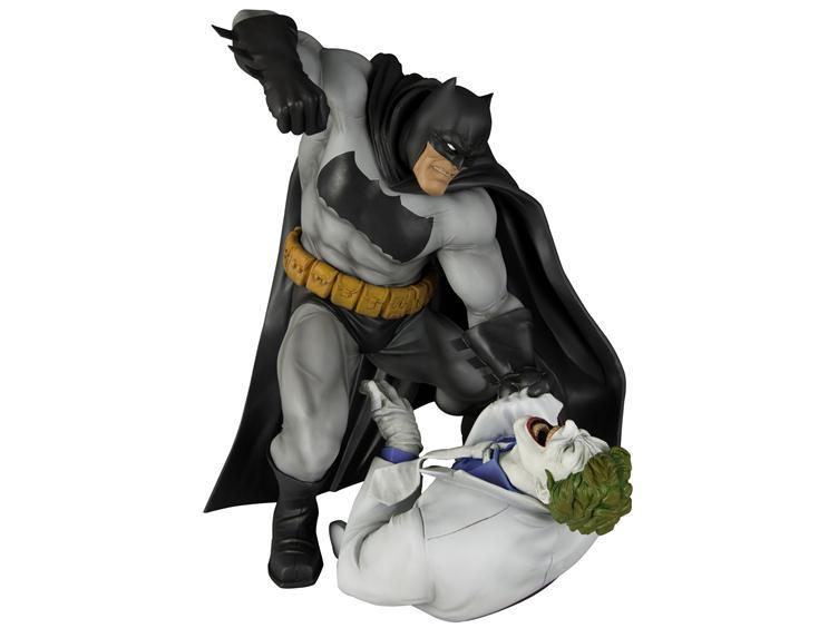 Estátua Batman vs. Joker: O Retorno do Cavaleiro das Trevas ArtFX Statue Escala 1/6 - Kotobukiya