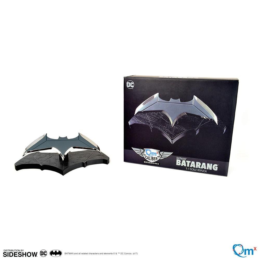 EM BREVE: Réplica Batarang: Batman Prop Replica Escala 1/1 - Quantum Mechanix