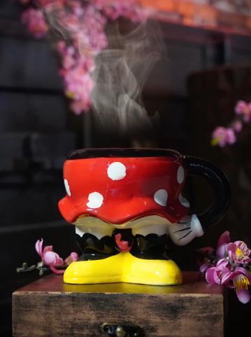 Enfeite de Porcelana / Caneca 3D Corpo Minnie Mouse Mickey e Minnie Mouse: Disney