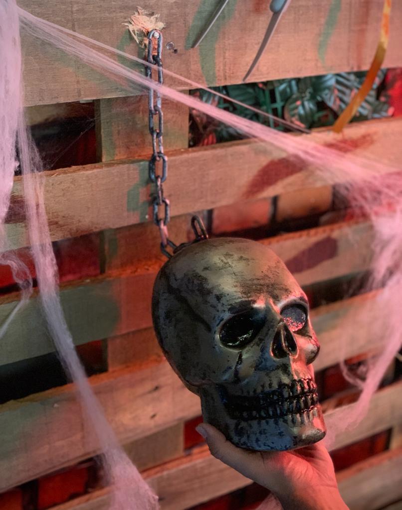 Enfeite Decorativa 3D Crânio Caveira Skull Com Corrente: Terror Halloween Dia Das Bruxas
