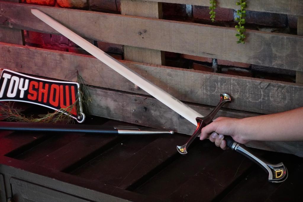 Espada Anduril : O Senhor dos Anéis (The Lord of the Rings) - Preta (PFL15946)