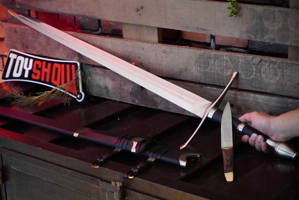 Espada Strider Aragorn: O Senhor dos Anéis (Lord Of The Rings) com Faca Acoplada Espada 125cm PFL139108