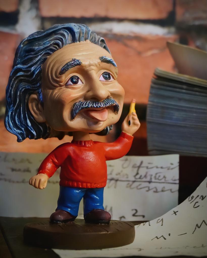 Estátua Albert Einstein - Fanatic Studios