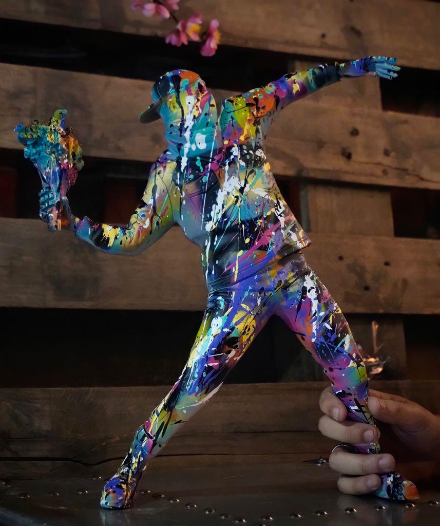 Estátua Arte Moderna Banksy Bomber Flower Polystone Collectible Arte By Russ - Fanatic Studios - EV