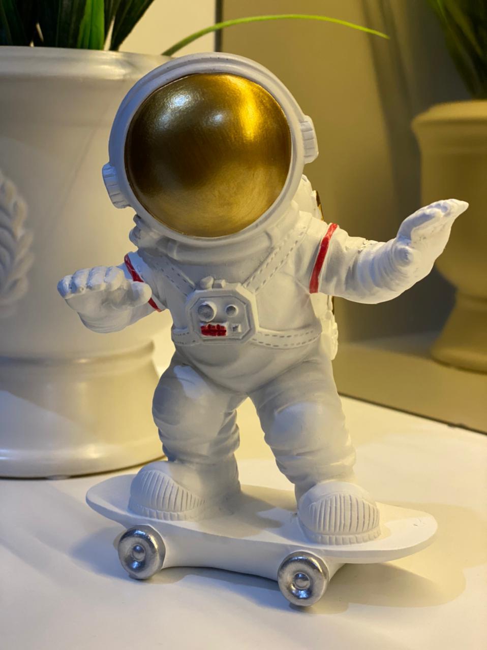 Estátua Astronauta No Skate Nasa - Fanatic Studios - EV
