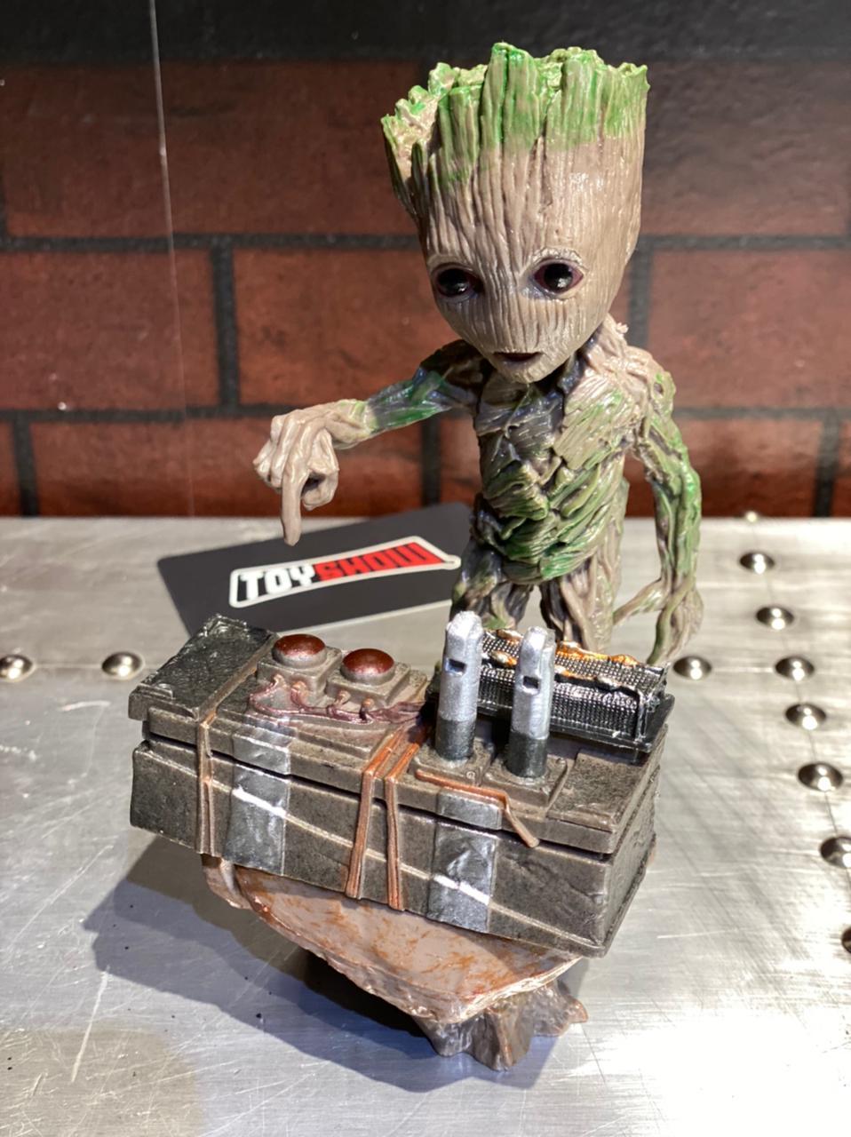 Estátua Baby Groot With Bomb: Guardiões das Galáxias - EVALI