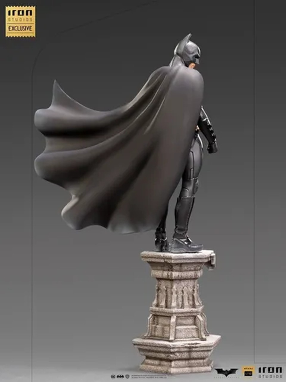 Estátua Batman: Batman Begins Deluxe Escala 1/10 - Iron Studios