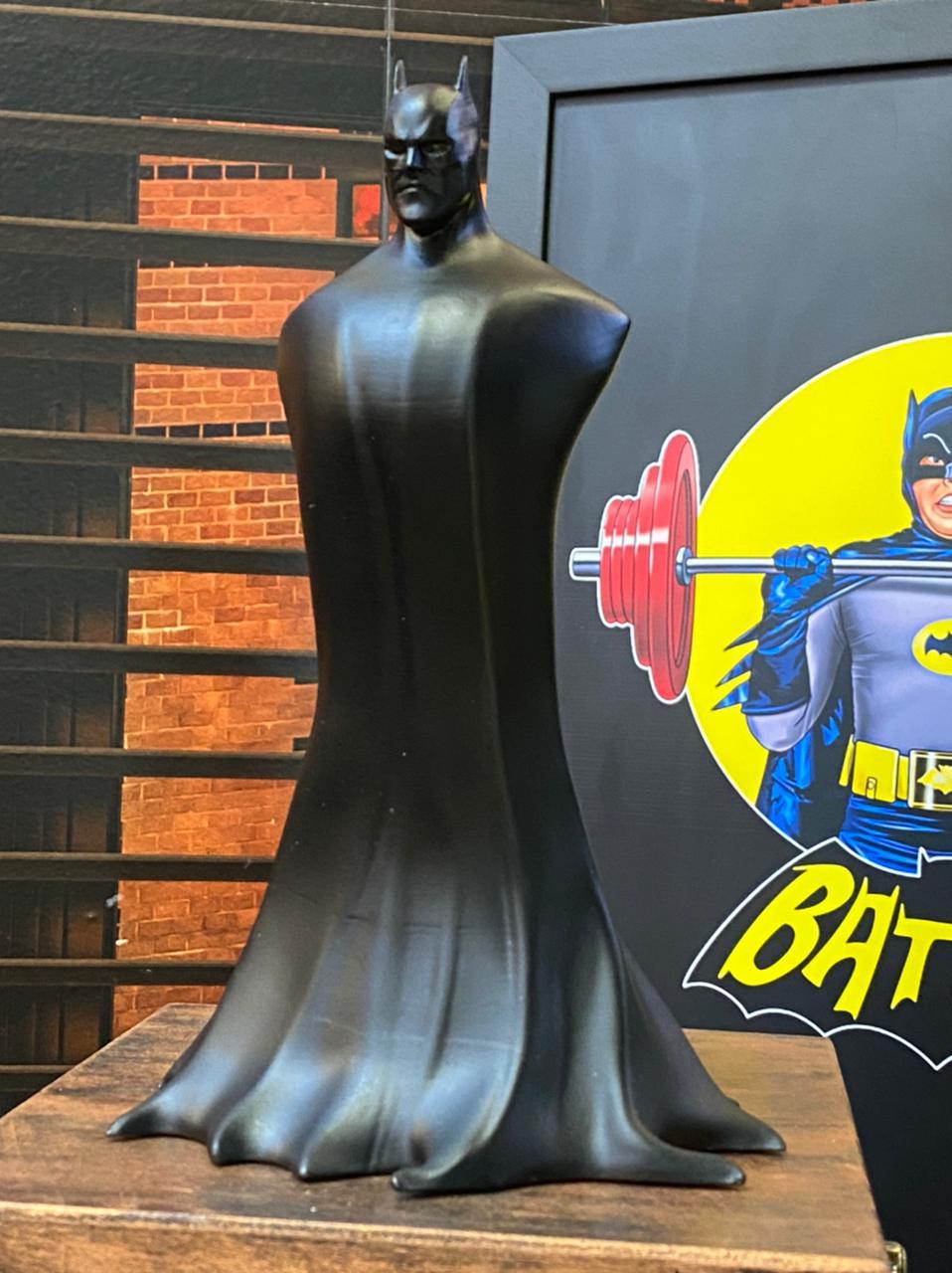 Estátua Batman Dark Cape - DC Comics - EV
