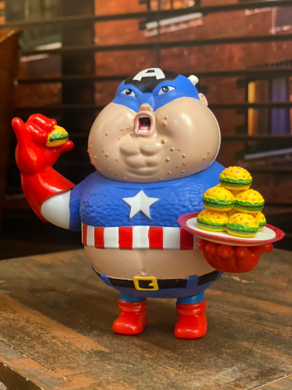 Estátua Capitão America Gordo Fat Captain America: Marvel  Vingadores Avengers #004 - Chubbiness - EVALI