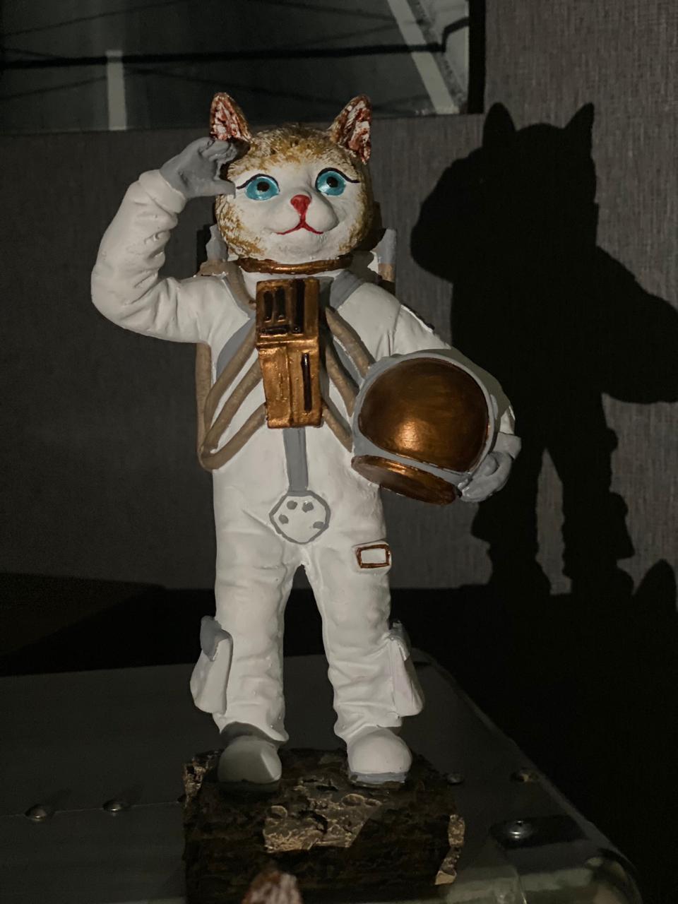 Estátua Cat Moon Gato Lua Nasa Astronauta Continência 25cm - EV