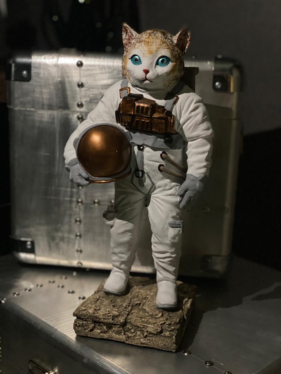 Estátua Cat Moon Gato Lua Nasa Astronauta Grande 35cm - EV