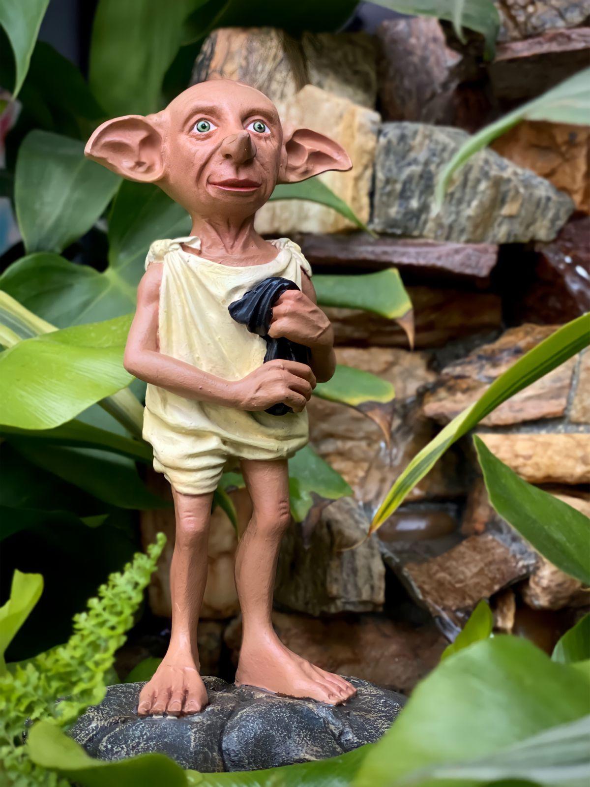 Estátua Colecionável Dobby com a Meia: Harry Potter