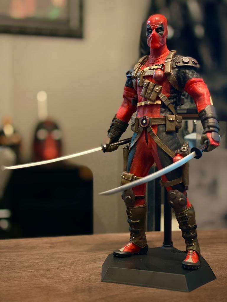 Estátua Deadpool: Deadpool Escala 1/6  Marvel  - Crazy Toys
