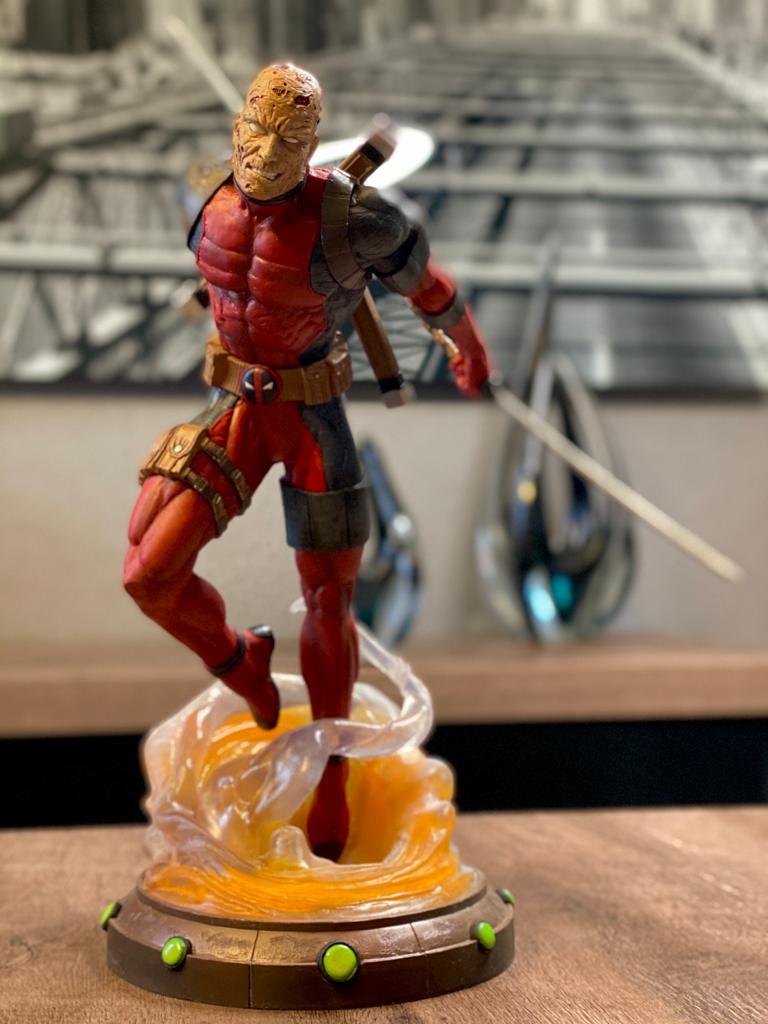 Estatua: Deadpool Sem Mascara ( Deadpool Unmasked ) - Marvel Gallery - Diamond Select - CD