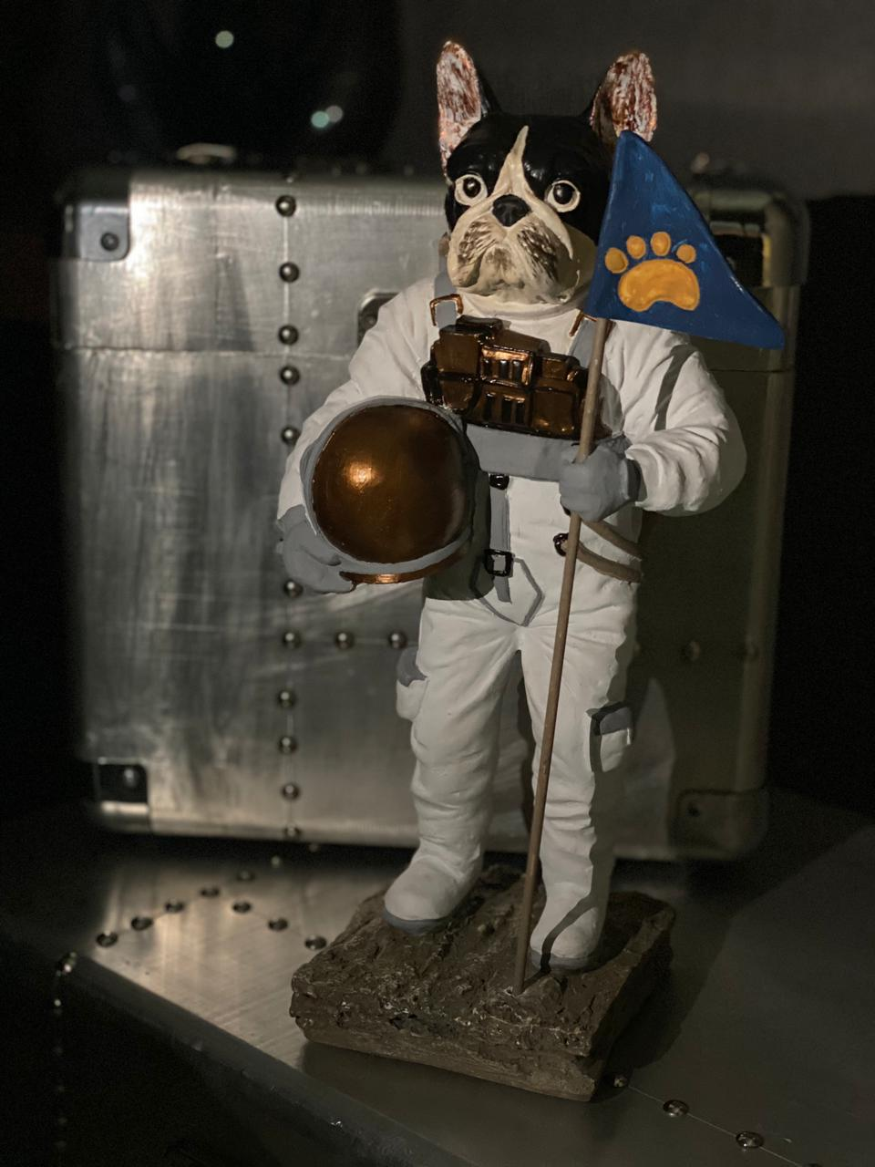 Estátua Dog Moon Cachorro Lua Nasa Astronauta Grande 35cm - EV