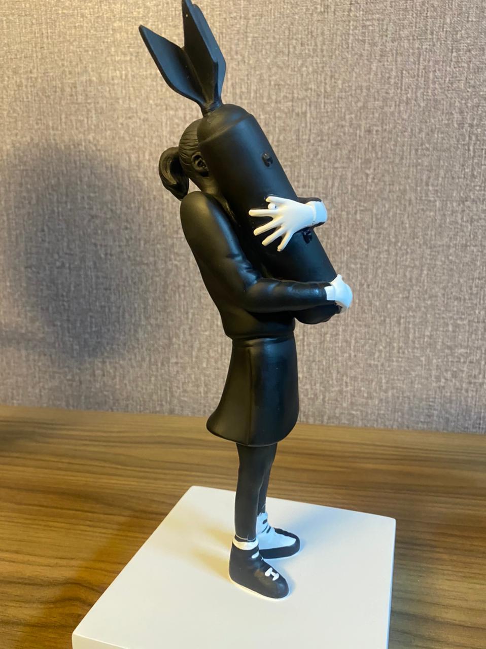 Estátua Escultura Bomba Hugger Banksy - Fanatic Studios - EV