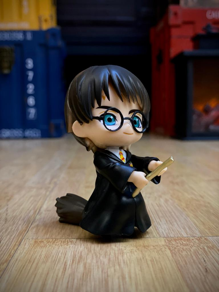 Estátua Harry Potter e Vassoura Mágica (Qposket): Harry Potter