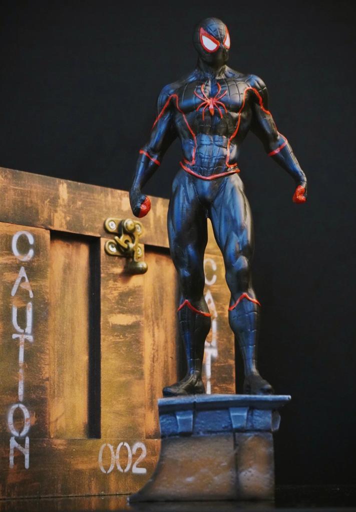 Estátua Homem-Aranha Spider-Man Miles Morales Marvel Comics 33 cm - EV