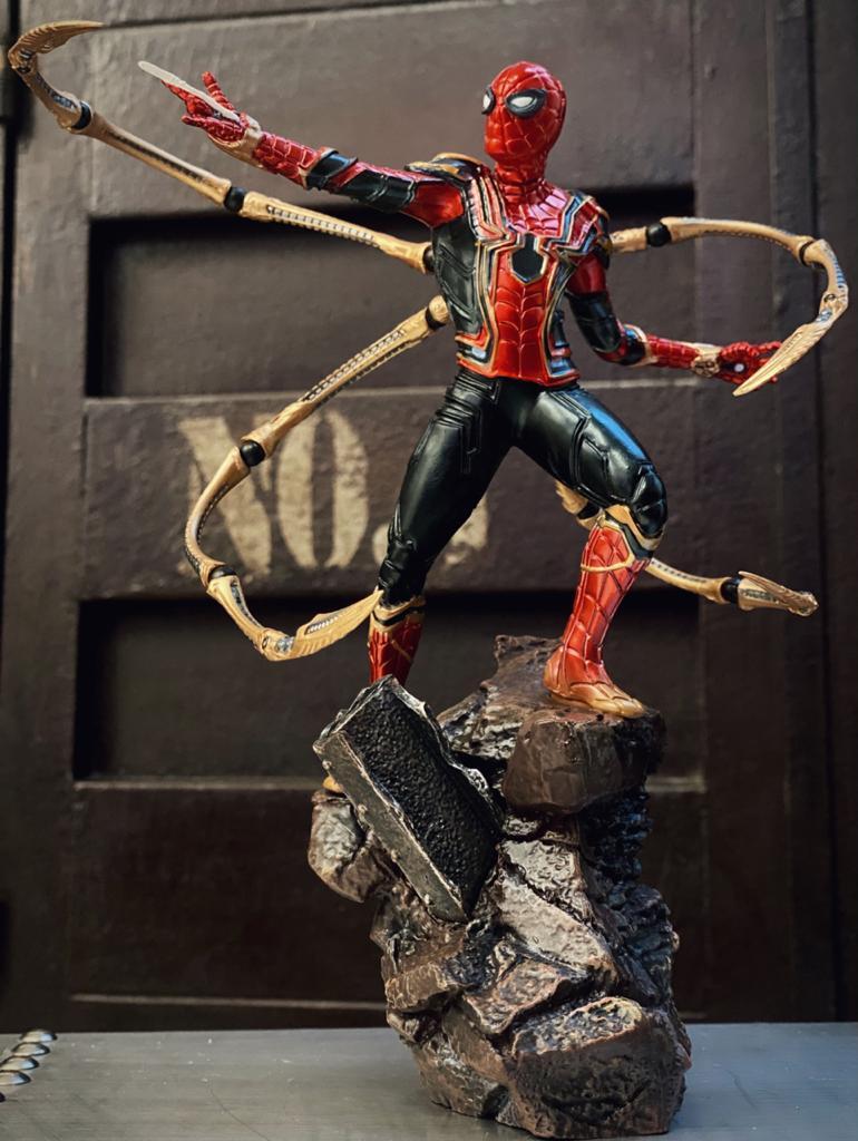 Estátua Homen Aranha Spider-Man Aranha de Ferro Iron Spider Vingadores Guerra Infinita Marvel