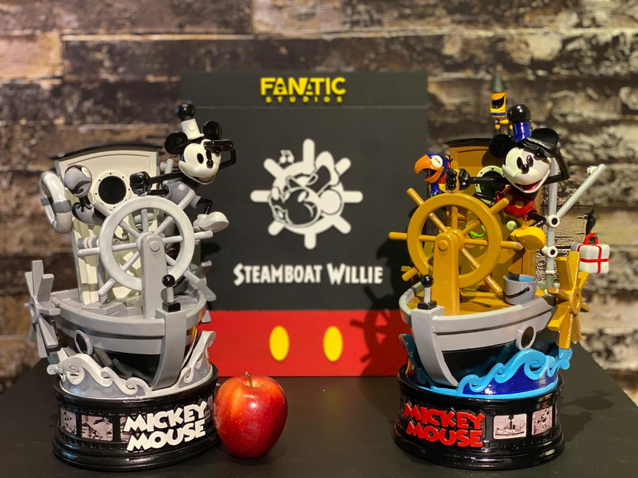 Estátua Mickey Mouse SteamBoat Willie Exclusive Edition Escala 1/10 - Fanatic Studios