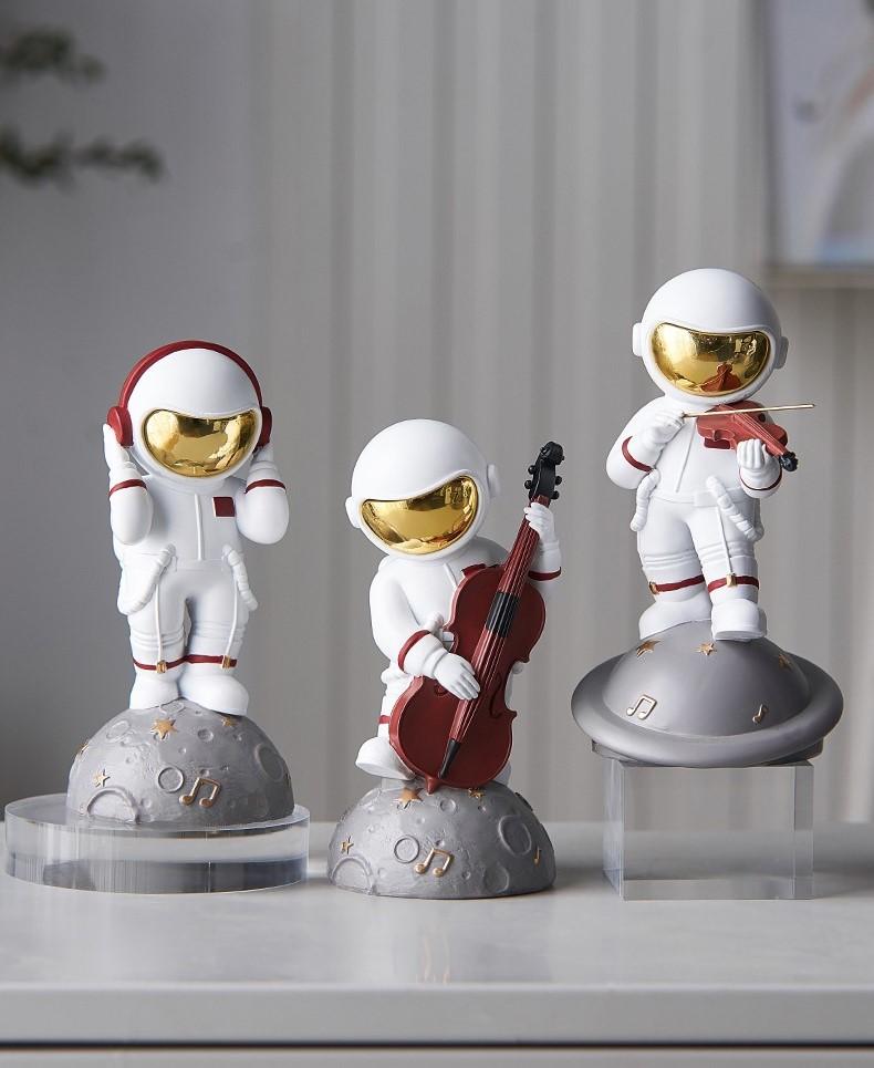 Estátua Nasa Astronauta Lua Astronaut Moon Headphone 15cm - EVALI