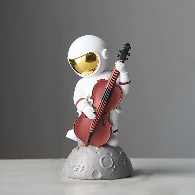Estátua Nasa Astronauta Lua Astronaut Moon Tocando Violoncelo 15cm - EVALI