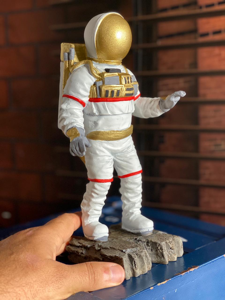 Estátua Nasa Astronauta Lua Houston 22cm Médio
