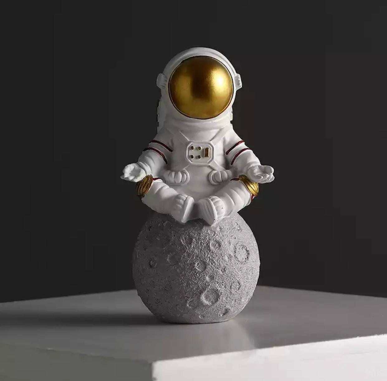 Estátua Nasa Astronauta Namaste Relax Yoga Na Lua - EV