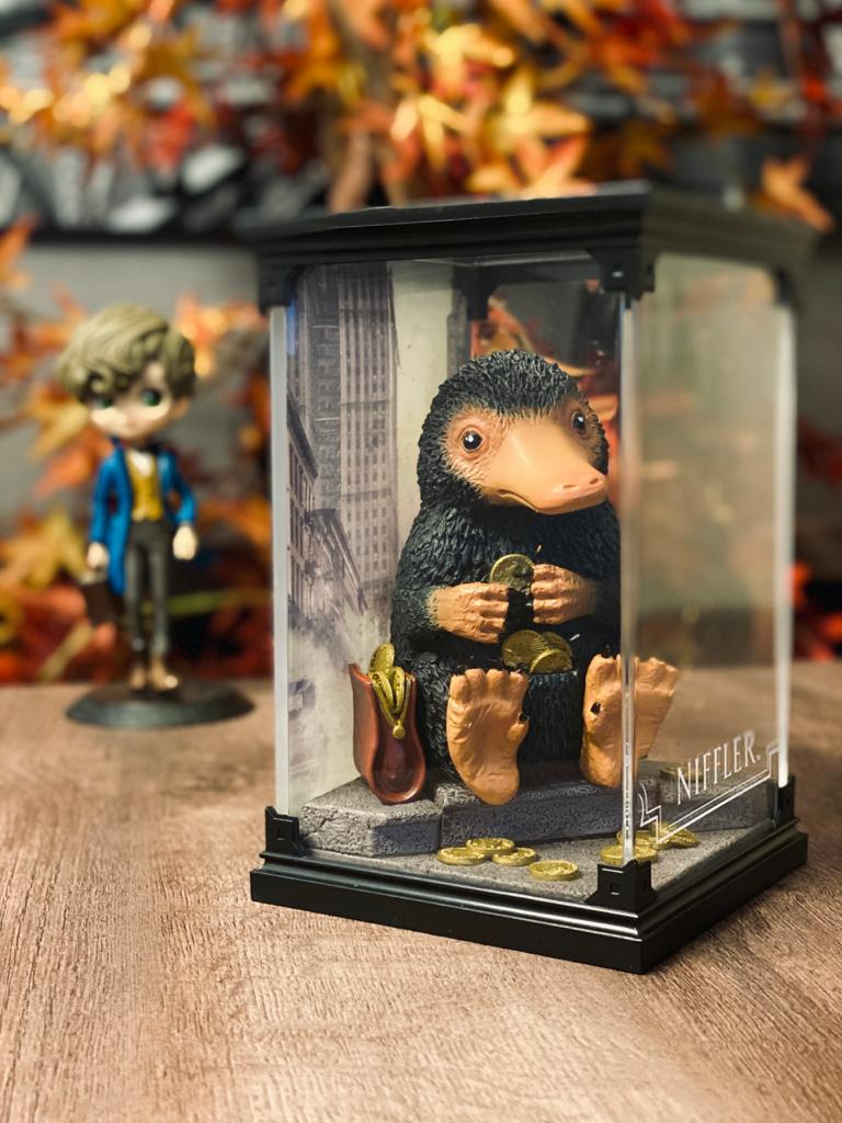Estátua Pelúcio (Niffler): Harry Potter Criaturas Mágicas (Magical Creatures) - Noble Collection