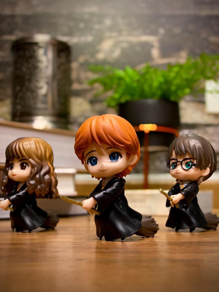 Estátua Ron Weasley e Vassoura Mágica (Qposket): Harry Potter