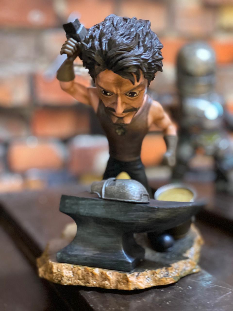Estátua Tony Stark (Mark I) Movie Moments: Homem de Ferro (Iron Man)