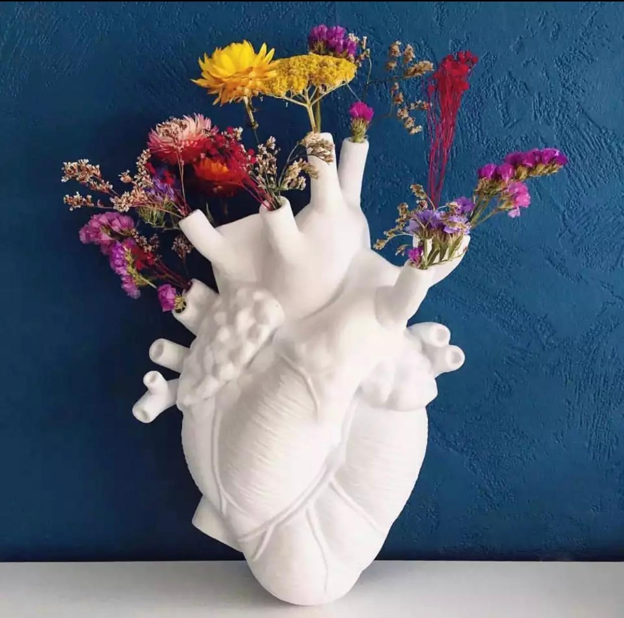Estátua Vaso Coração Heart Branco 25 cm - MKP