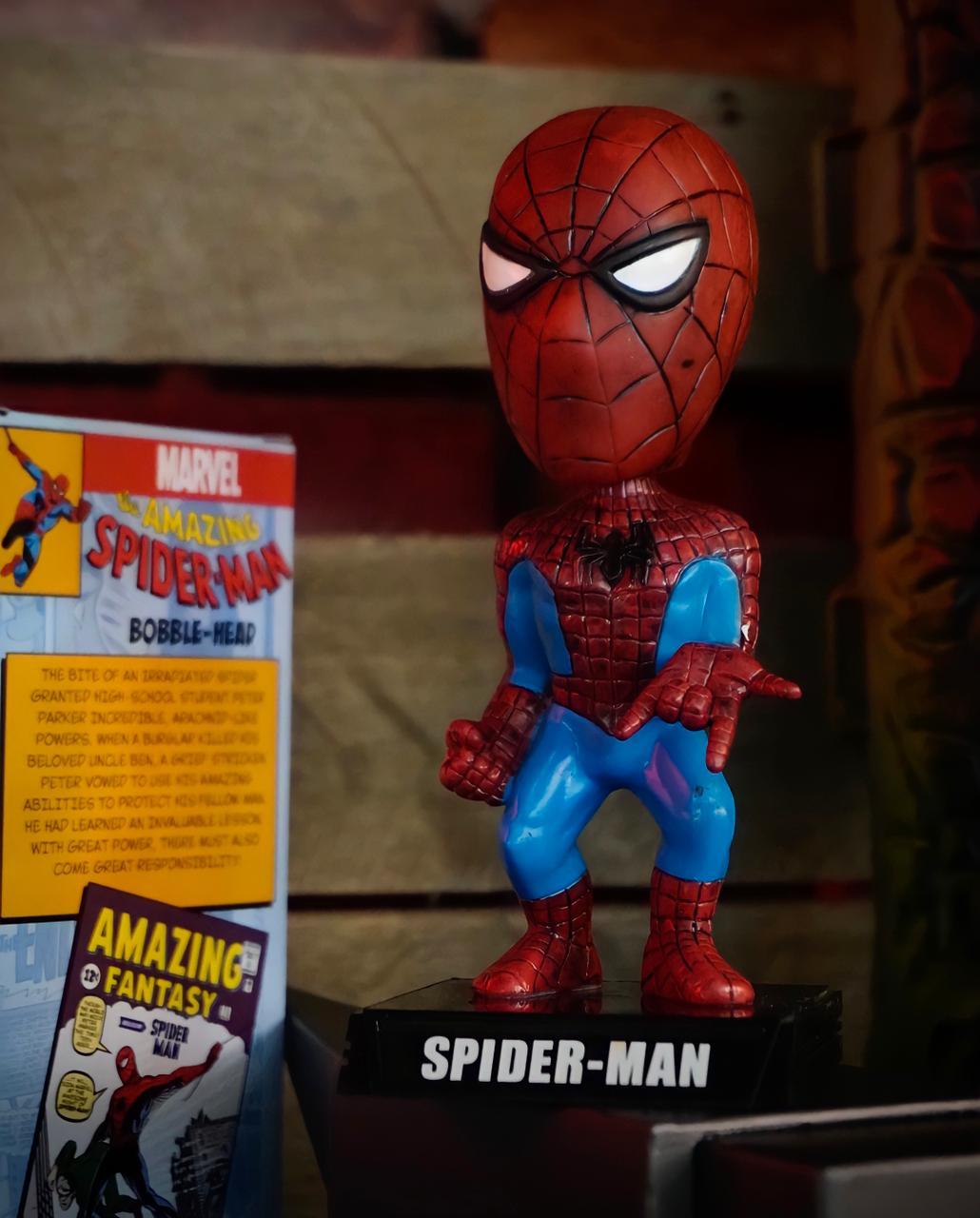 Estátua Wacky Wobbler Homem Aranha Spider-Man: Marvel Comics Bobble-Head - Funko