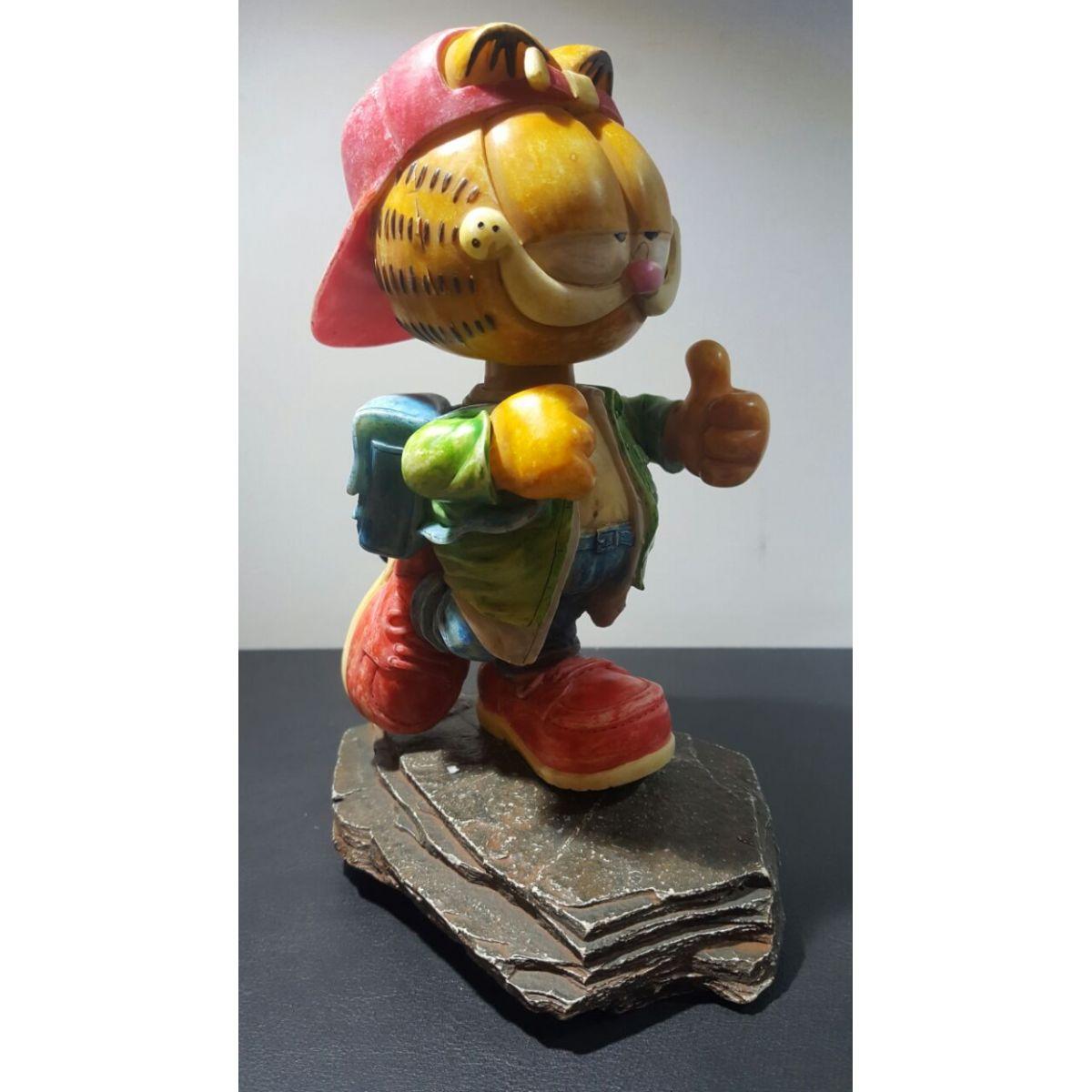 Estatueta do Garfield com Bone