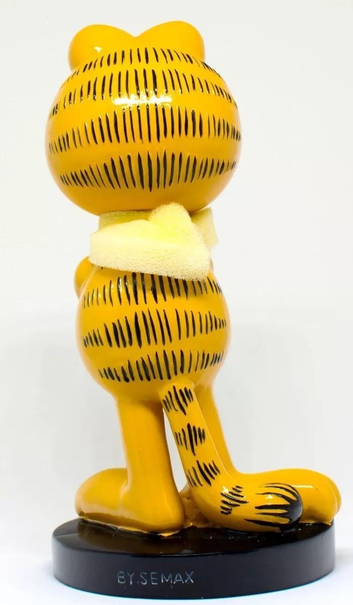 Estátua do Garfield com Braço Cruzado