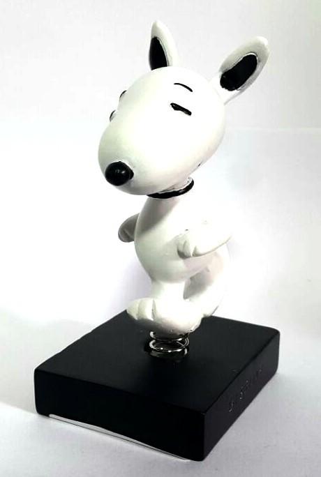 Estatueta Snoopy Correndo com base Preta