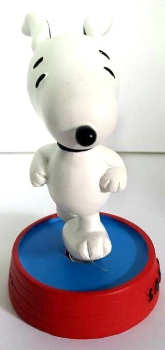 Estatueta Snoopy Correndo com base Vermelha