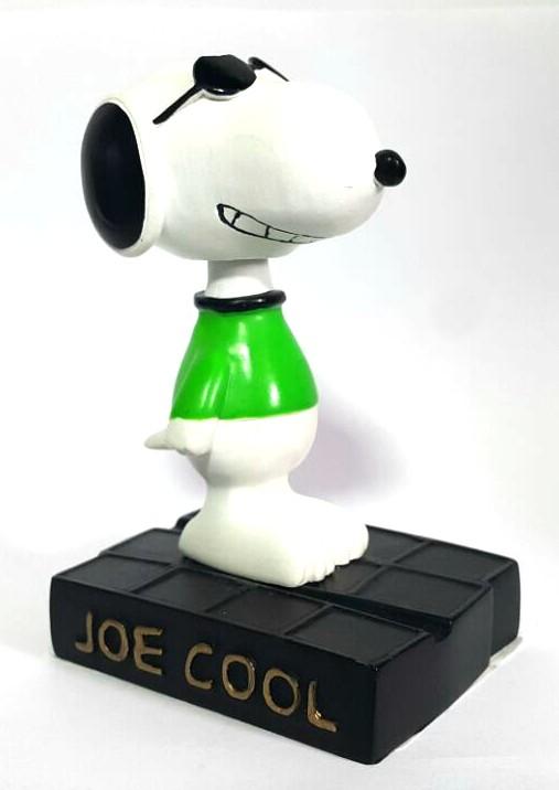 Estatueta Snoopy de Óculos
