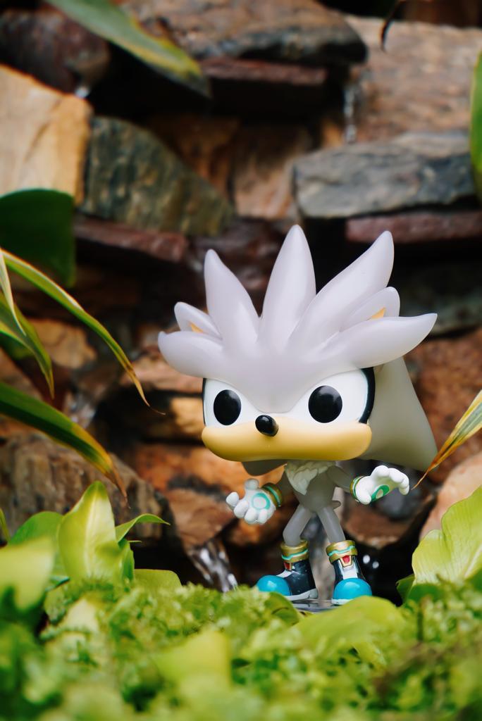 Funko Pop! Silver: Sonic The Hedgehog Glows In The Dark Edição Special Special Edition #633 - Funko