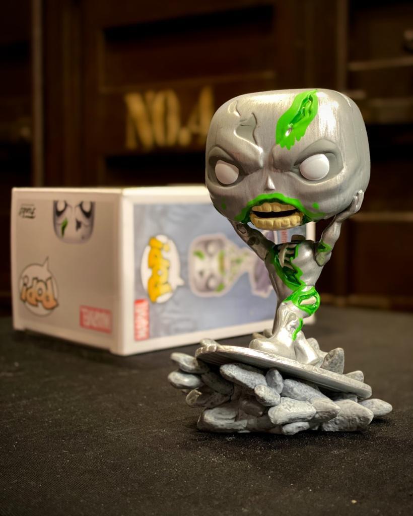 Funko Pop! Surfista Prateado Zumbi Zombie Silver Surfer: Marvel Zombies Exclusivo Special Edition #675 - Funko