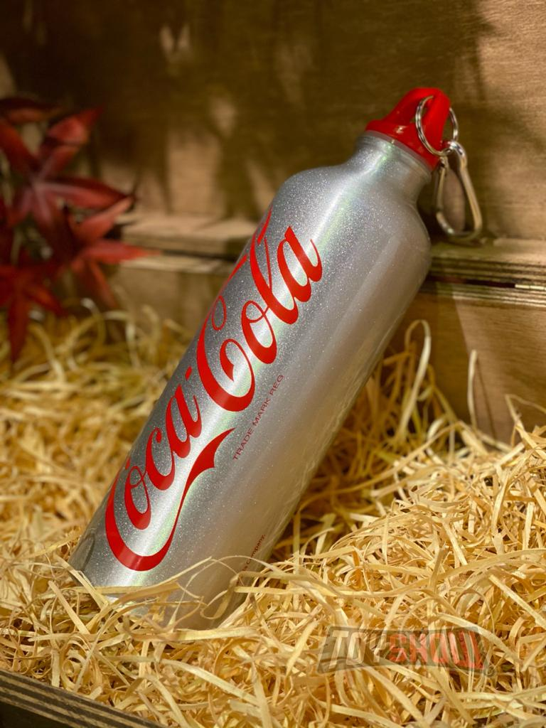 Garrafa Aluminio: Coca- coca Contour Hand Bottle Branco e Vermelho 750ML- Urban