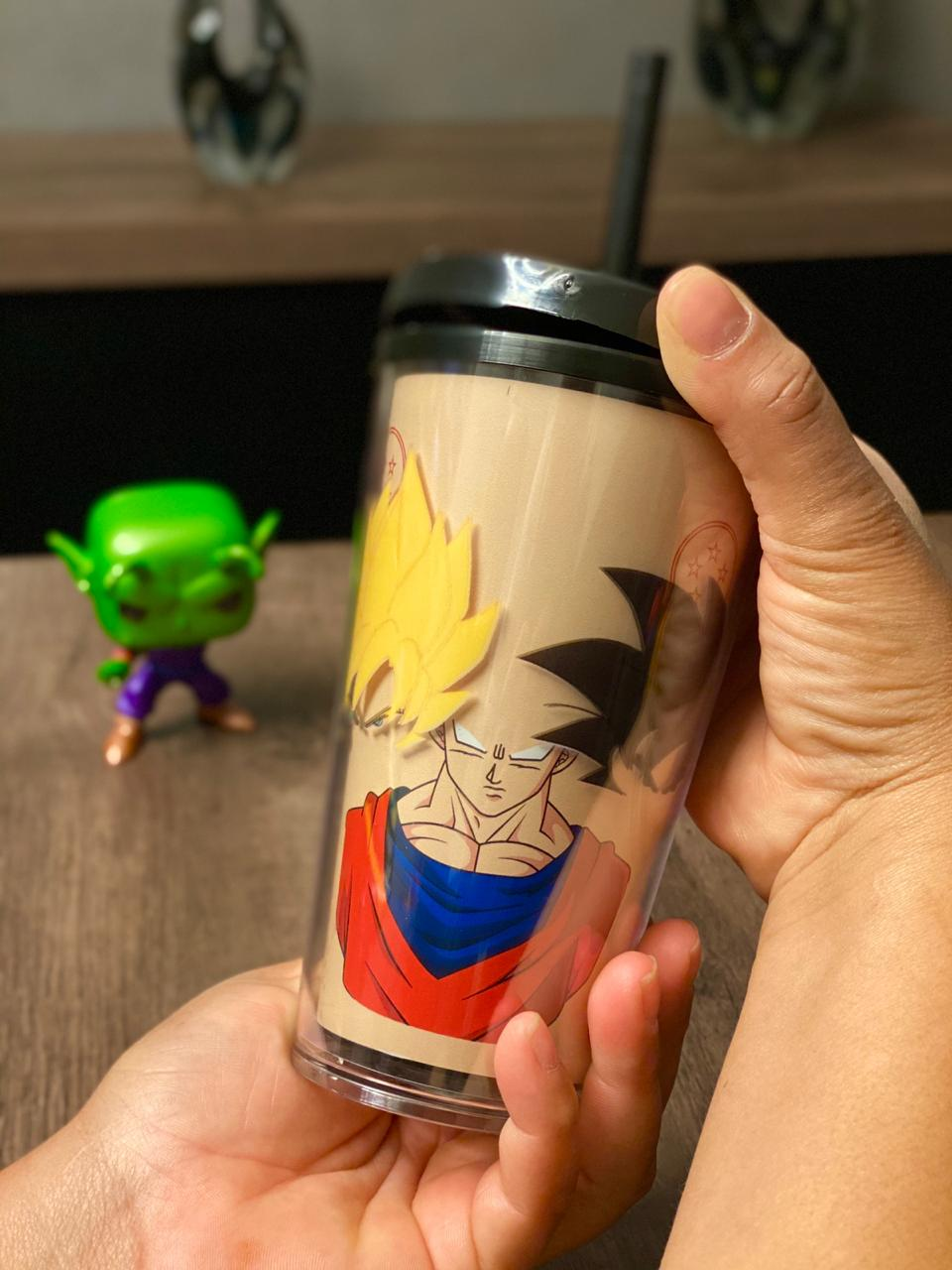 Copo Com Canudo Gira Copo Faces Goku: Dragon Ball Z - 500ML