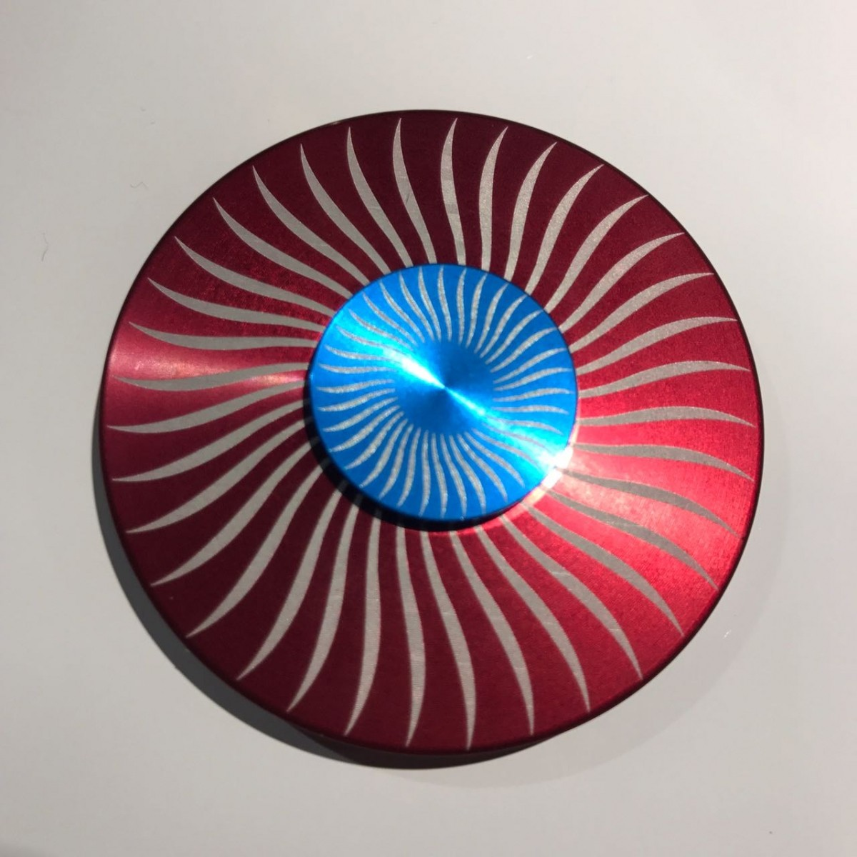 Hand Spinner Circular Metal Vermelho e Azul - Rolamento Anti Estresse Fidget Hand Spinner