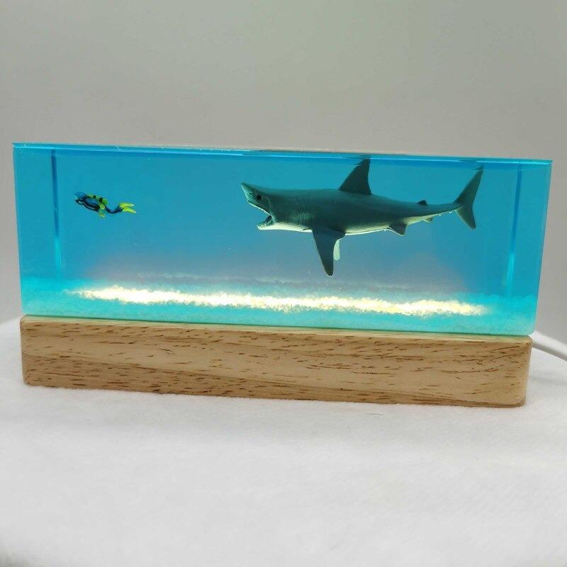 Iluminaria de Resina Transparente Para Decoração Mergulhador e Tubarão - MKP