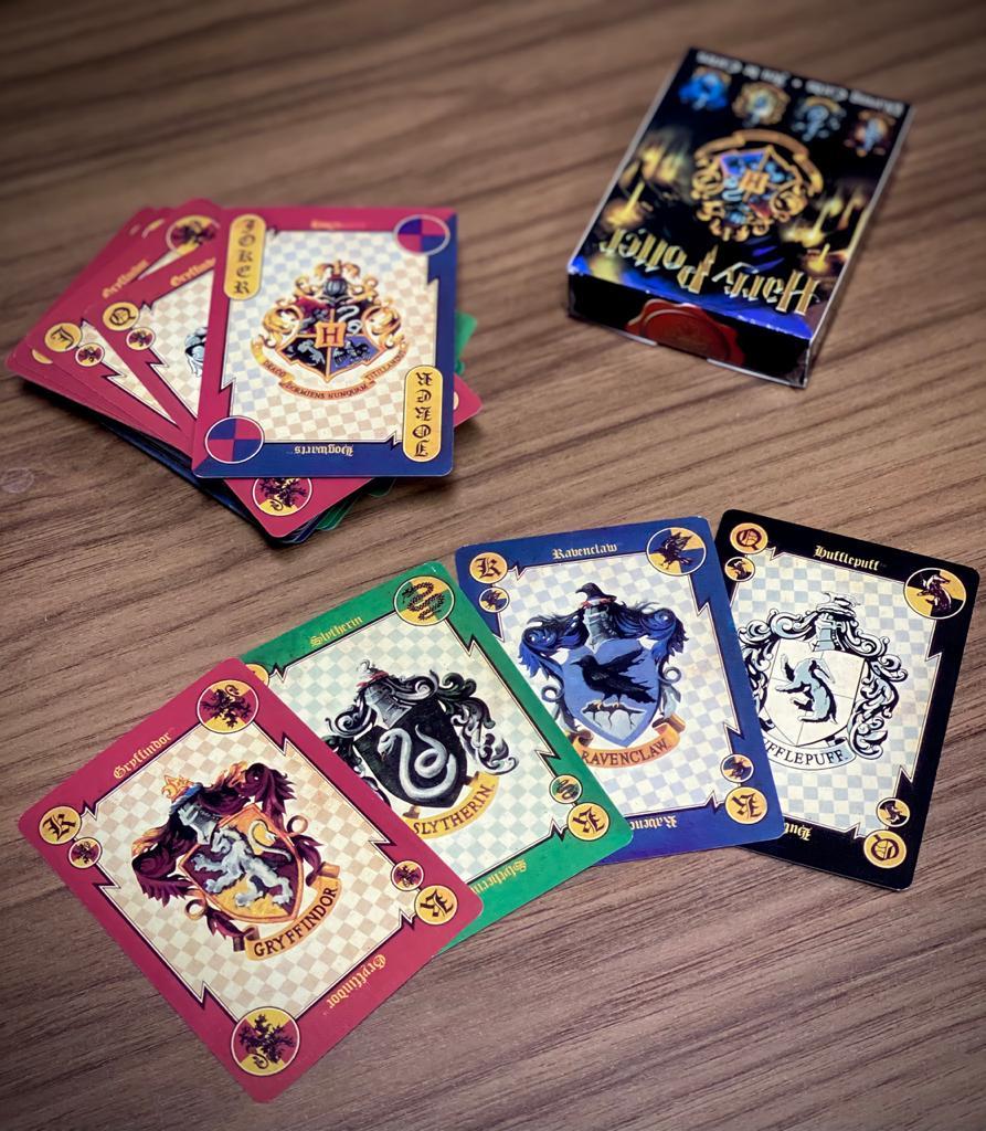 Jogo de Cartas ''Baralho'': Harry Potter Casas Hogwarts - Brazão