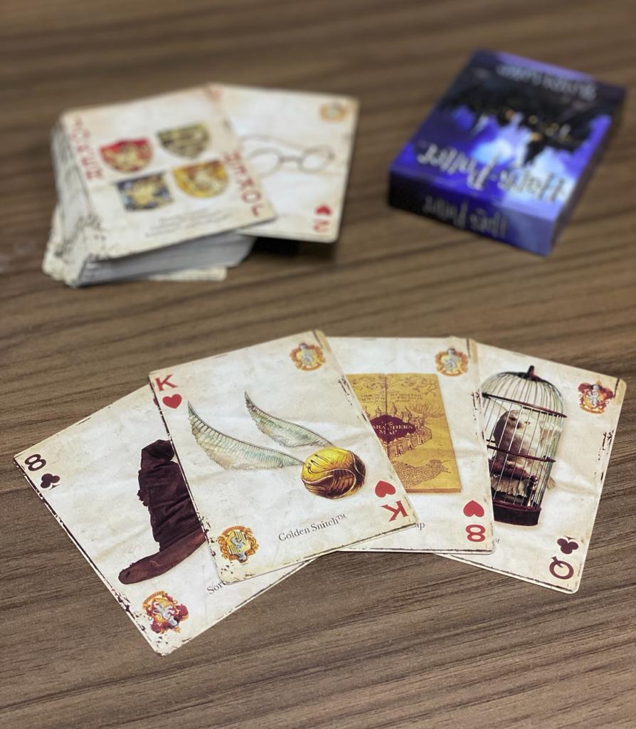 Jogo de Cartas ''Baralho'': Harry Potter Hogwarts - EV