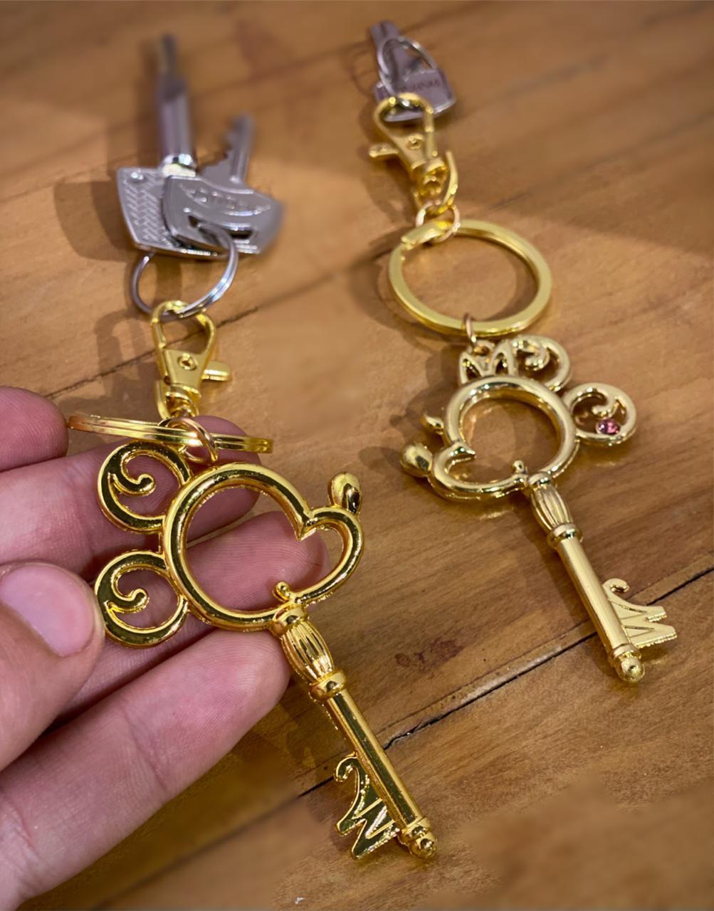 Jogo de Chaveiros Dourados Mickey & Minnie - Disney